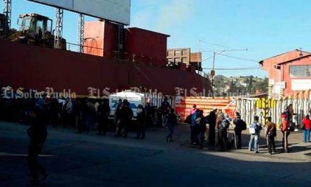 Toman instalaciones de compañía minera en Teziutlán