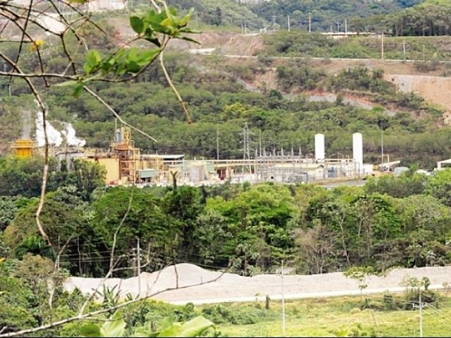Protestan en mina de oro de Enviro Gold por contaminación de ríos
