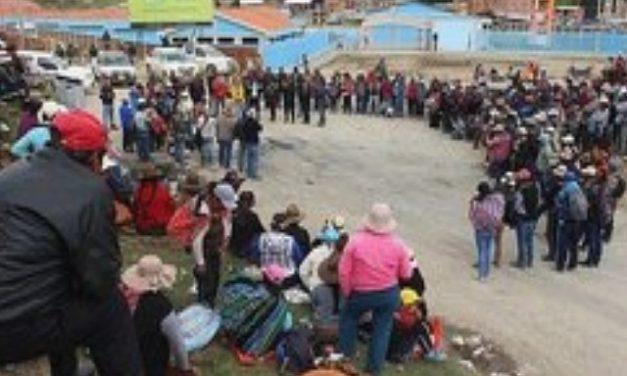 Perú decreta estado de excepción en provincia en huelga por conflicto minero
