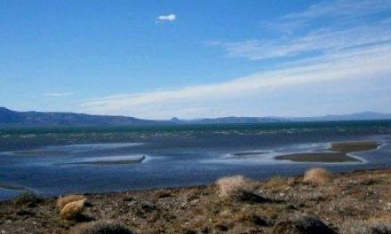 Los vecinos de Sarmiento abrazarán al Lago Musters para advertir que puede terminar como el Colhué Huapi
