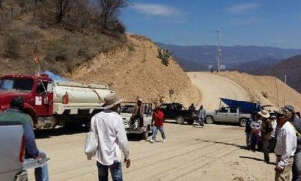 Civlies armados por minera Media Luna impiden el paso a grupos solidarios con protesta de vecinos