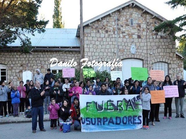 En Alto Río Senguer los vecinos se movilizaron contra usurpadores en el Parque Municipal Shoonem