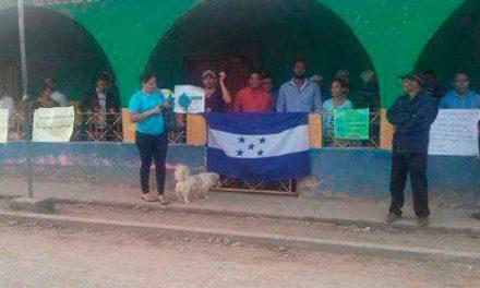 Pobladores de La Unióntoman municipalidad en contra de explotación minera