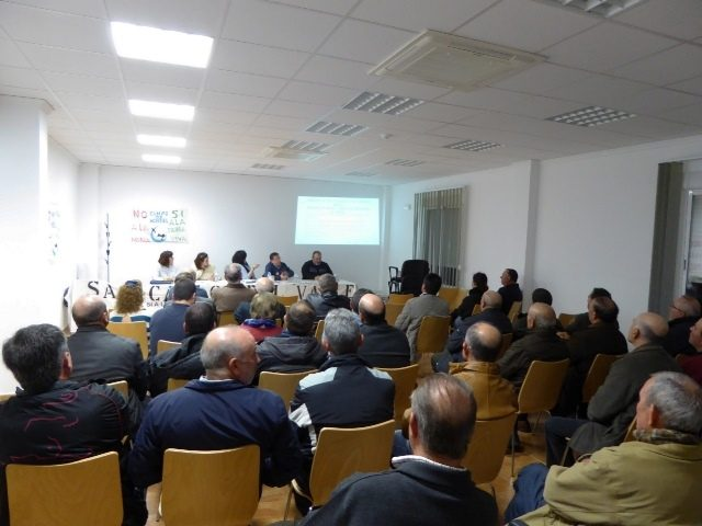 San Carlos del Valle debatió sobre la minería de tierras raras