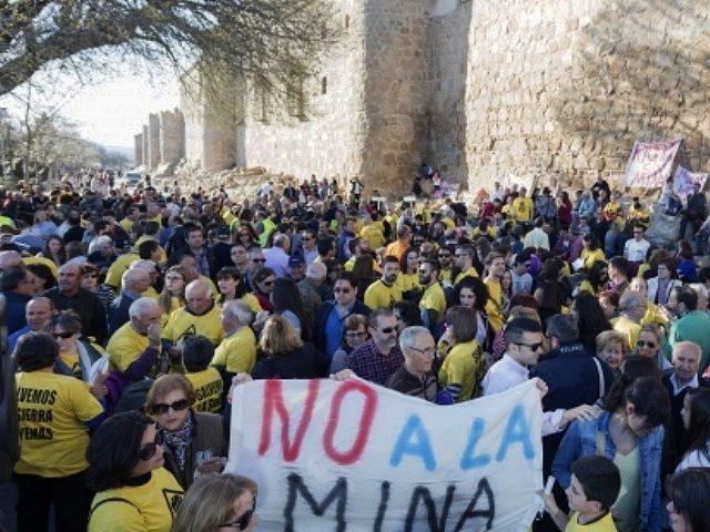 Entregan 120.000 firmas en contra de la mina en la Sierra de Ávila
