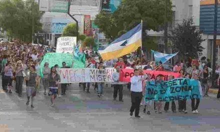 "Intendentes de la meseta chubutense tienen la ""solución minera"" a la crisis"