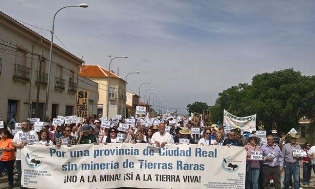 """Más de 4.000 personas dicen """"no a la mina"""" al proyecto de tierras raras"""