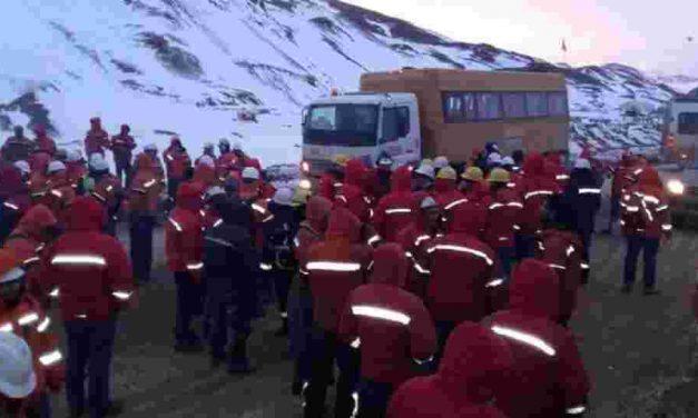 Una huelga obrera paralizó mina Veladero de la cuestionadaBarrick Gold