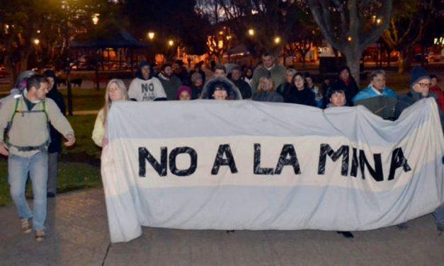 Marcha en Esquel contra la centrales nucleares y por la aprobación de la Iniciativa Popular