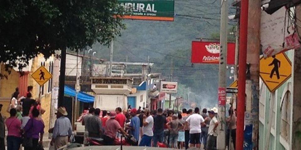 Dispersan con gas lacrimógeno una protesta contra minería en pueblo de Guatemala