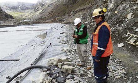 Aprobaron estándares ambientales más flexibles para minería en Perú