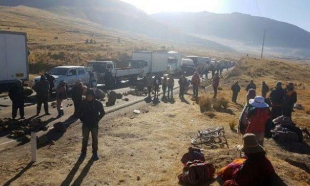 Bloquean carretera Puno-Cusco en protesta por proyecto minero