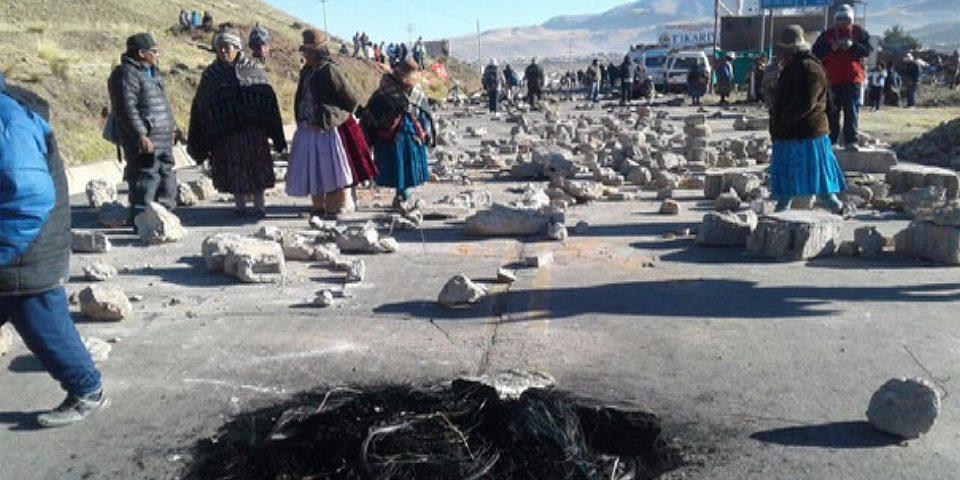 Ganaderos protestaron por contaminación minera de cuenca Llallimayo