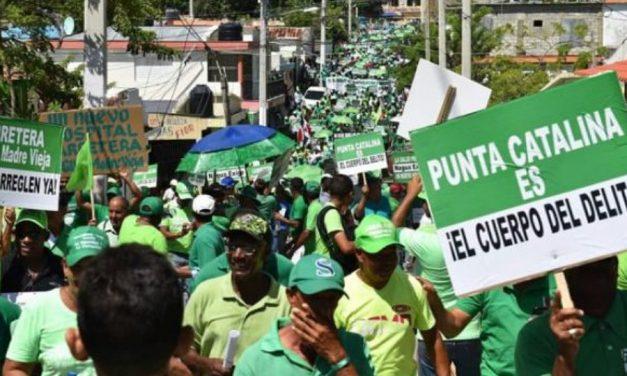 Movilización en Bonao: acusan a Falcondo de pagar sobornos a legisladores