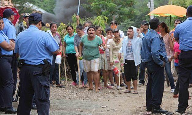 Pobladores de Mina La India mantienen su protesta contra minera