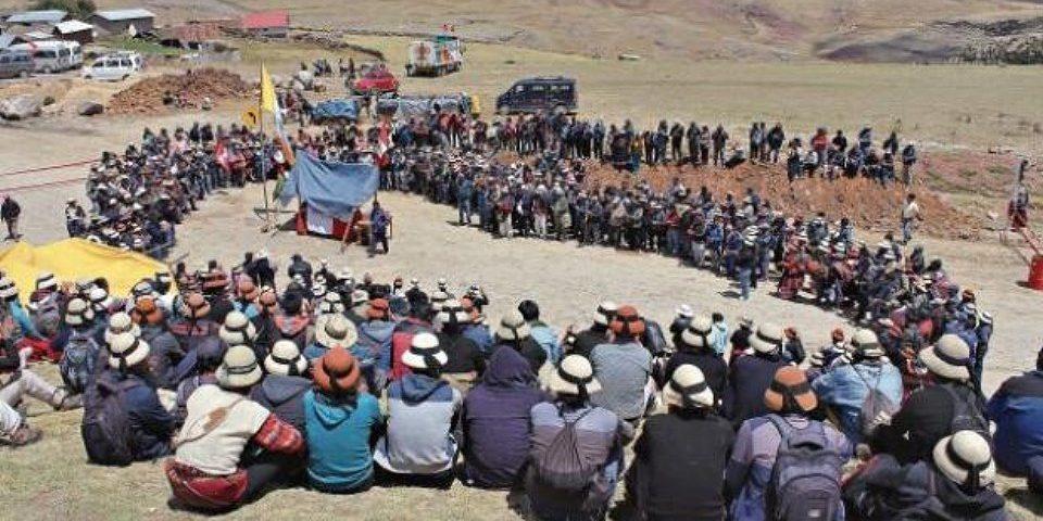 Estado de emergencia por bloqueo de pobladores a ruta utilizada por minera de cobre Las Bambas