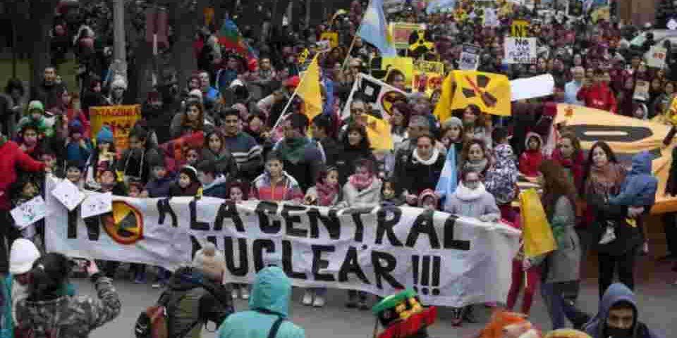 El gobernador de Río Negro anunció que no se instalará la central nuclear por el amplio rechazo social
