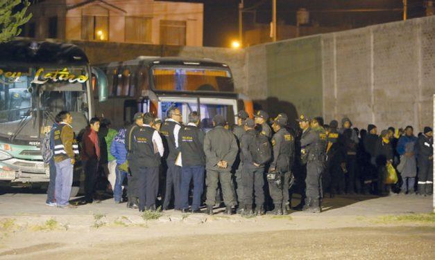 Detienen a periodistas peruanos que investigaban a minera