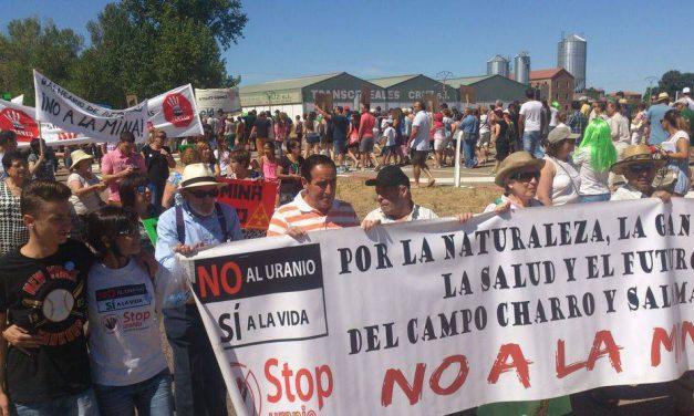 Cerca de un millar de personas se manifiesta contra mina de uranio en Salamanca