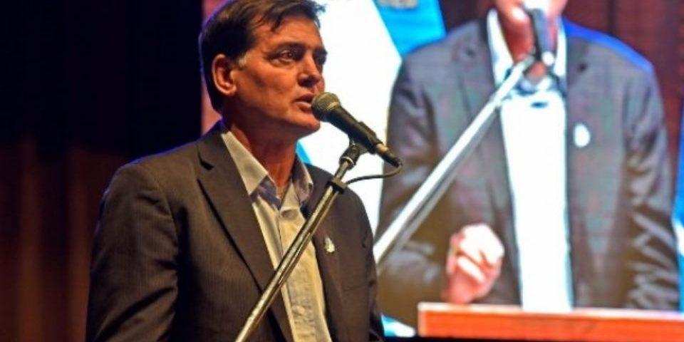 "El gobernador de Chubut ""lo renunció"" al ministro de ambiente"