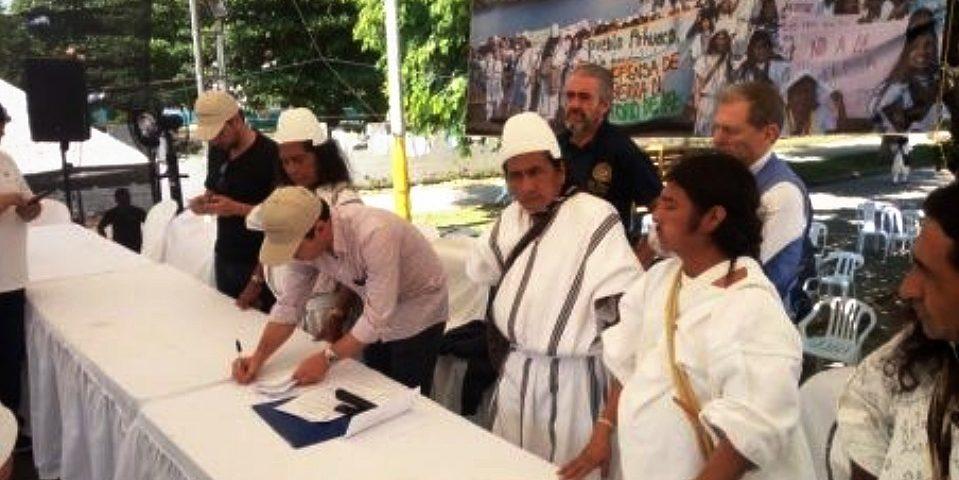 Gobierno e indígenas acuerdan proteger de explotación minera la Sierra Nevada