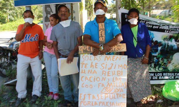 Campesinos se encadenan en zona minera de Cotuí por la contaminación