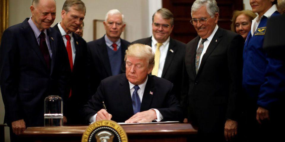 Trump, la Luna y más allá: privatizaciones, minería y poder militar