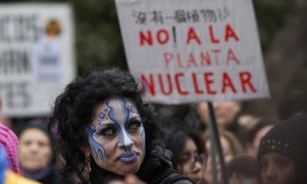 Organizaciones sociales rionegrinas repudian «consulta popular» nuclear basada en espejos de colores