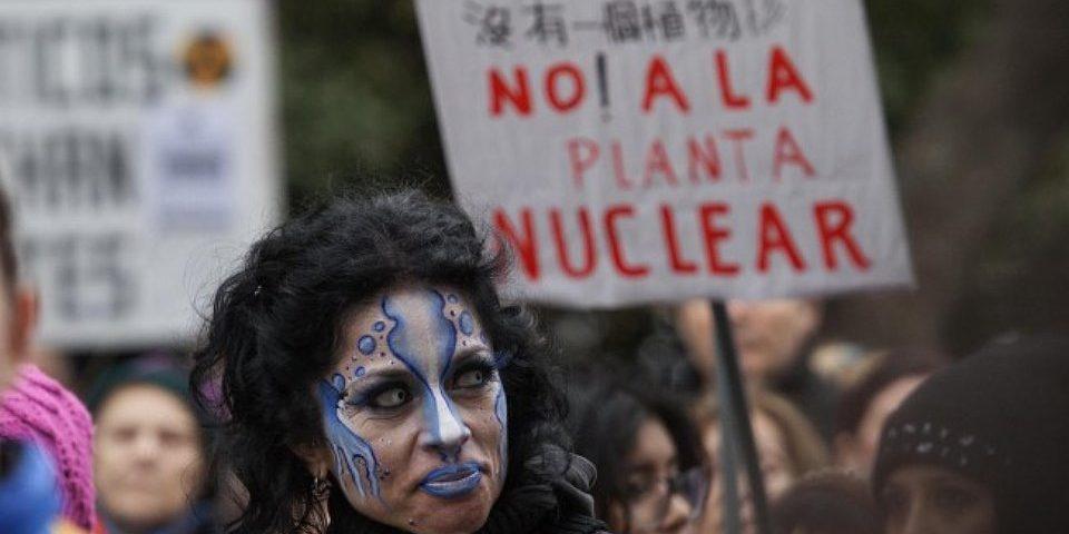 """Organizaciones sociales rionegrinas repudian """"consulta popular"""" nuclear basada en espejos de colores"""