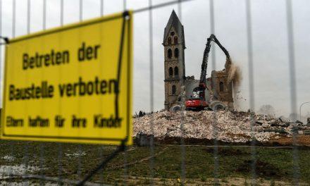 Derriban iglesia alemana para ampliar una mina, símbolo de la lucha contra el carbón