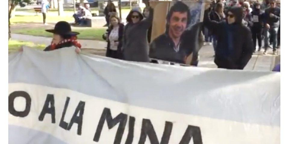 Vecinos marcharon por No a La Mina y homenajeron a Alejandro Gonzalez Connio
