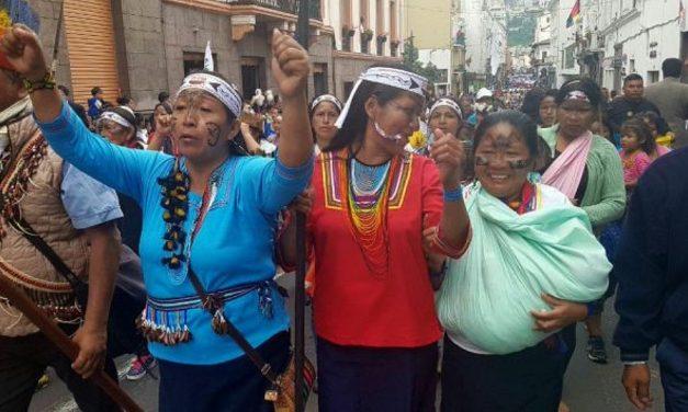 Originarios marcharon en Quito contra la explotación minera