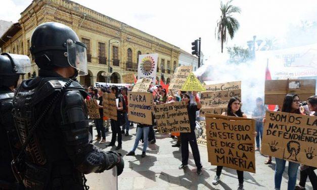 Colectivo protesta contra la minería en Ecuador