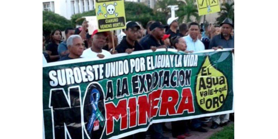 Cientos de sanjuaneros marchan contra explotación mina de oro