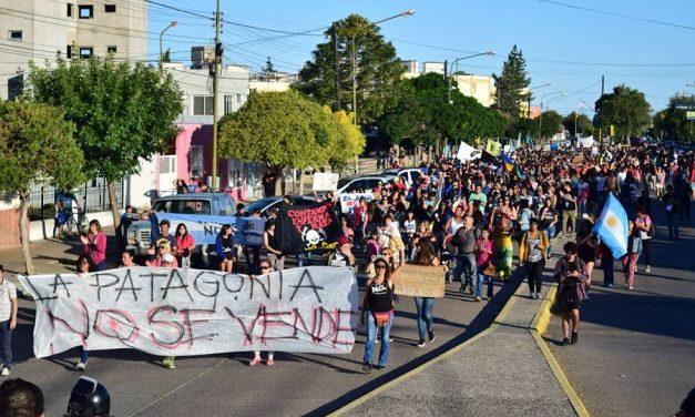 Una enorme movilización de 4.000 manifestantes rechazó la minería en Rawson