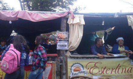Vecinos de Trevelin recorrieron ferias difundiendo información contra la minería
