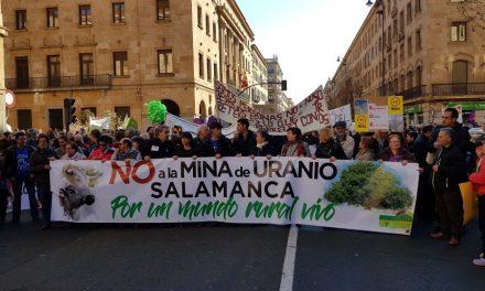 Masiva manifestación en Salamanca contra la mina de uranio