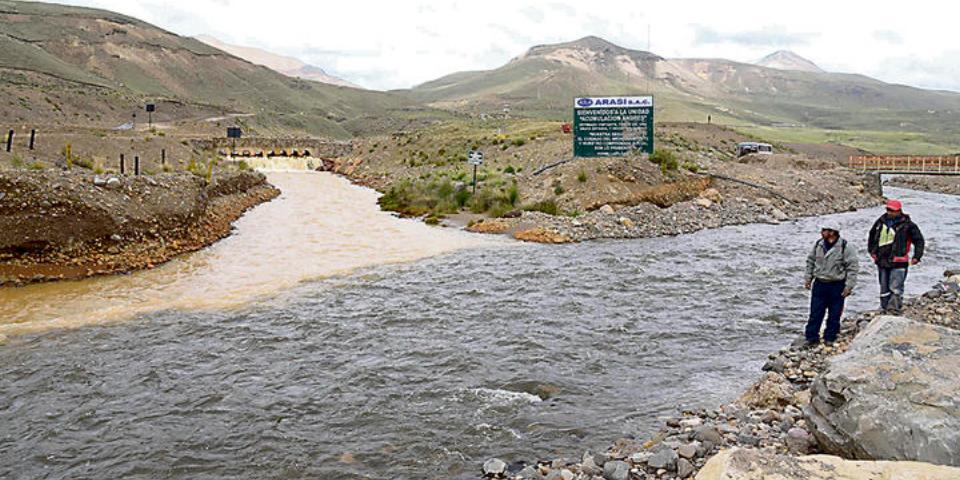 Ríos de Puno son contaminados con aguas ácidas por mina Arasi