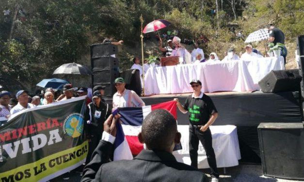 Obispo de San Juan de la Maguana oficia misa en rechazo a explotación mina de oro