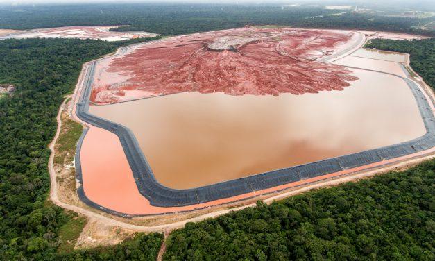 Multan a minera por vertido de residuos tóxicos en el norte de Brasil