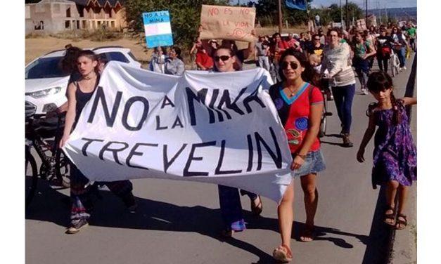 Trevelin también está de pie frente a la embestida minera