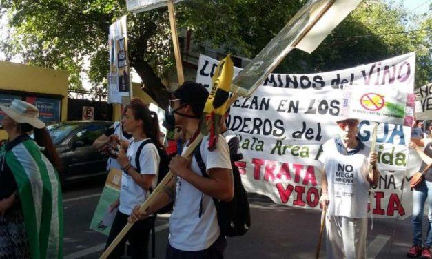 Contramarcha antiminera sumó fracking y fumigaciones aéreas en el Carrusel de la vendimia