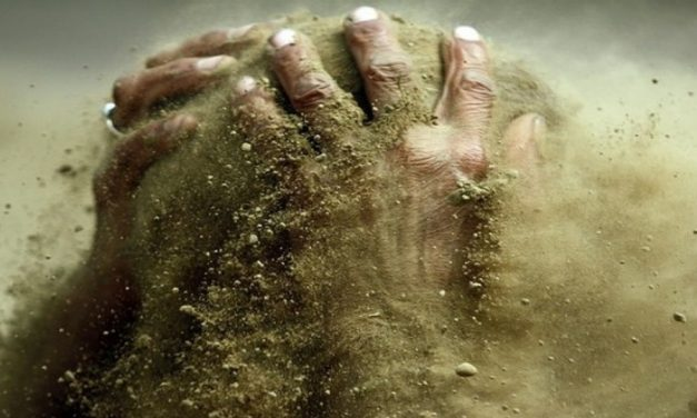 Funcionarios con arenas silíceas en lo ojos