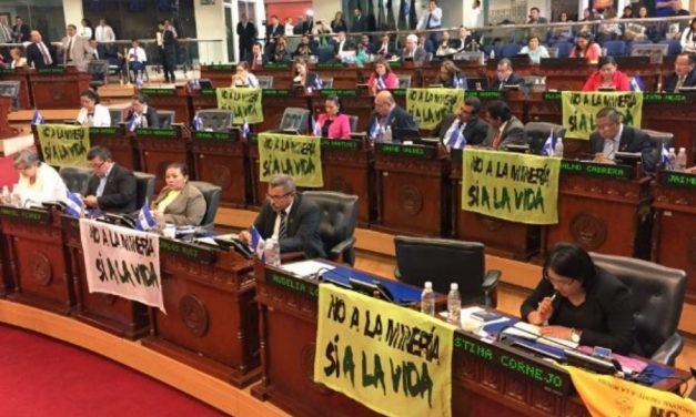 Ambientalistas salvadoreños temen derogación de ley contra la minería