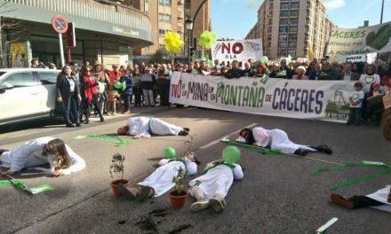 Unas 3.000 personas se manifiestaron en Cáceres contra la mina de litio