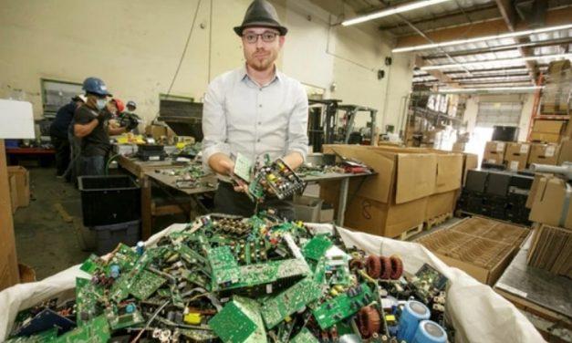 En un basural de electrónicos hay más oro y otros metales que en una mina