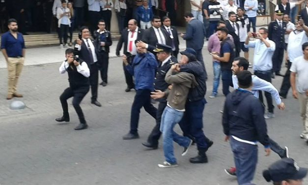 Manifestantes contra la minería atacados por patota y detenidos