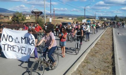 Asamblea de Trevelin contra el vaciamiento de la políticas publicas y la megaminería