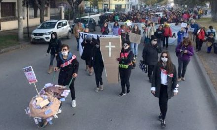 Marcha en Esquel con la fortaleza del amplísimo rechazo a la megaminería
