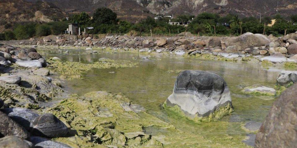 Mina El Águila extrae agua para regresarla sucia al río Verde de Oaxaca
